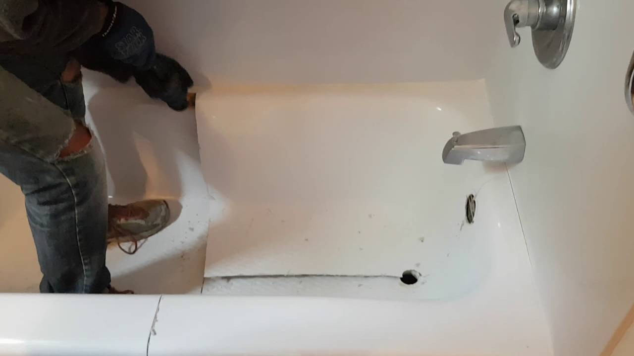 Mold In Bathroom Tub moore bathtub refinishing - remove mold from your tub liner! - youtube
