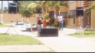 Pastora Jovy cantando para Dios