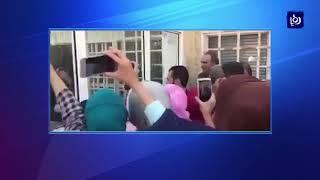 مقطعَ فيديو يُظهرُ تدافعَ عشراتِ الطلبةِ المستجدين عند بوابةِ الجامعة الأردنية - (21-9-2017)
