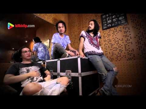 Kelompok Penerbang Roket - Anjing Jalanan - Klikklip Studio Session