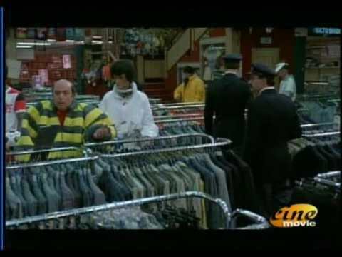 Lino Banfi - Scuola di Ladri - Furto nel negozio di abbigliamento