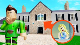Playing HIDE AND SEEK In A MANSION! (Roblox)