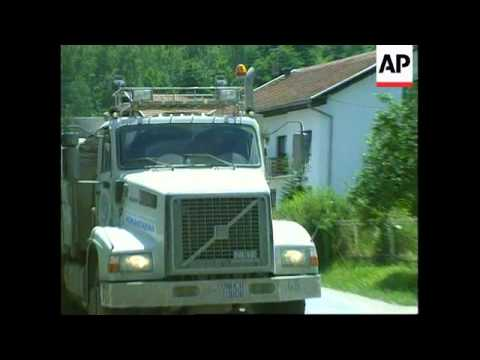 Bosnia - UN Aid Convoy Blocked In Kiseljak