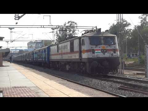 [IRFCA] Electric locomotive WAP7 quick acceleration with Firozpur Janta Express from Bharuch Station