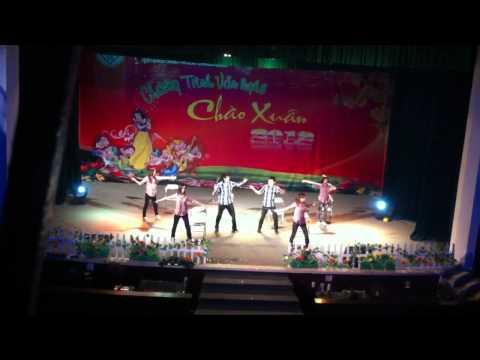 Múa quạt- Đại học ngoại ngữ Huế