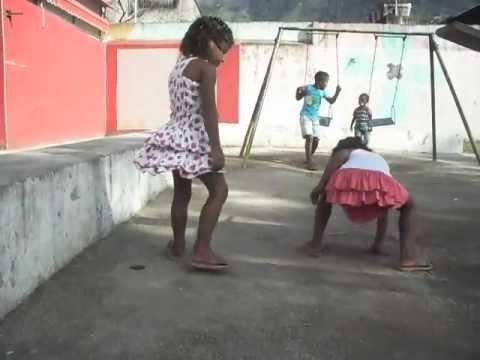 milena e mirela dançando funk