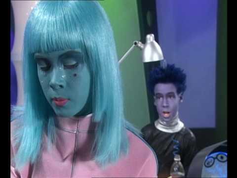 My Best Friend is an Alien! - School Dance