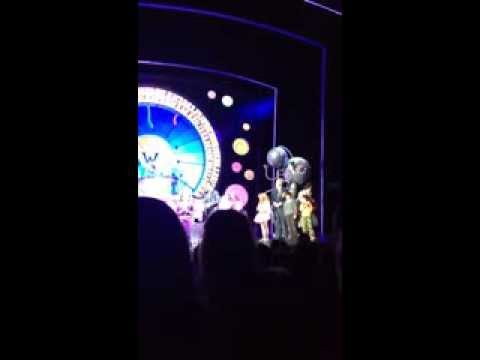 Adrianna Bertola singing Juicy in Charlie and the Chocolate Factory as Violet Beauregarde