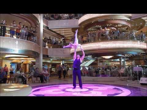 Duo Claudio acrobatic act piazza