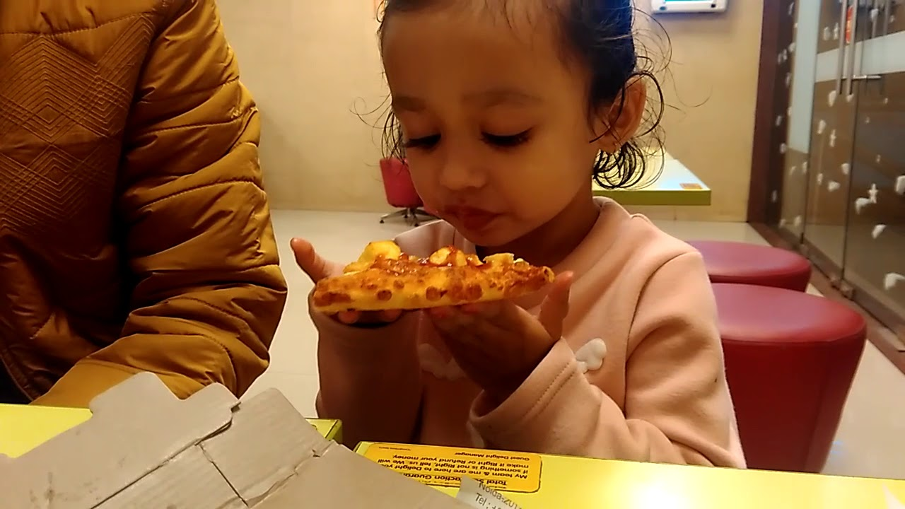 Adi nakhare while eating pizza - YouTube