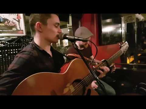 Country Roads - The Quays Bar, Dublin - Last song of the night (Hibernia)