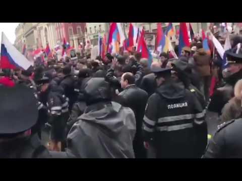 Драка между армянами и азербайджанцами в Москве на шествии «Бессмертный полк».