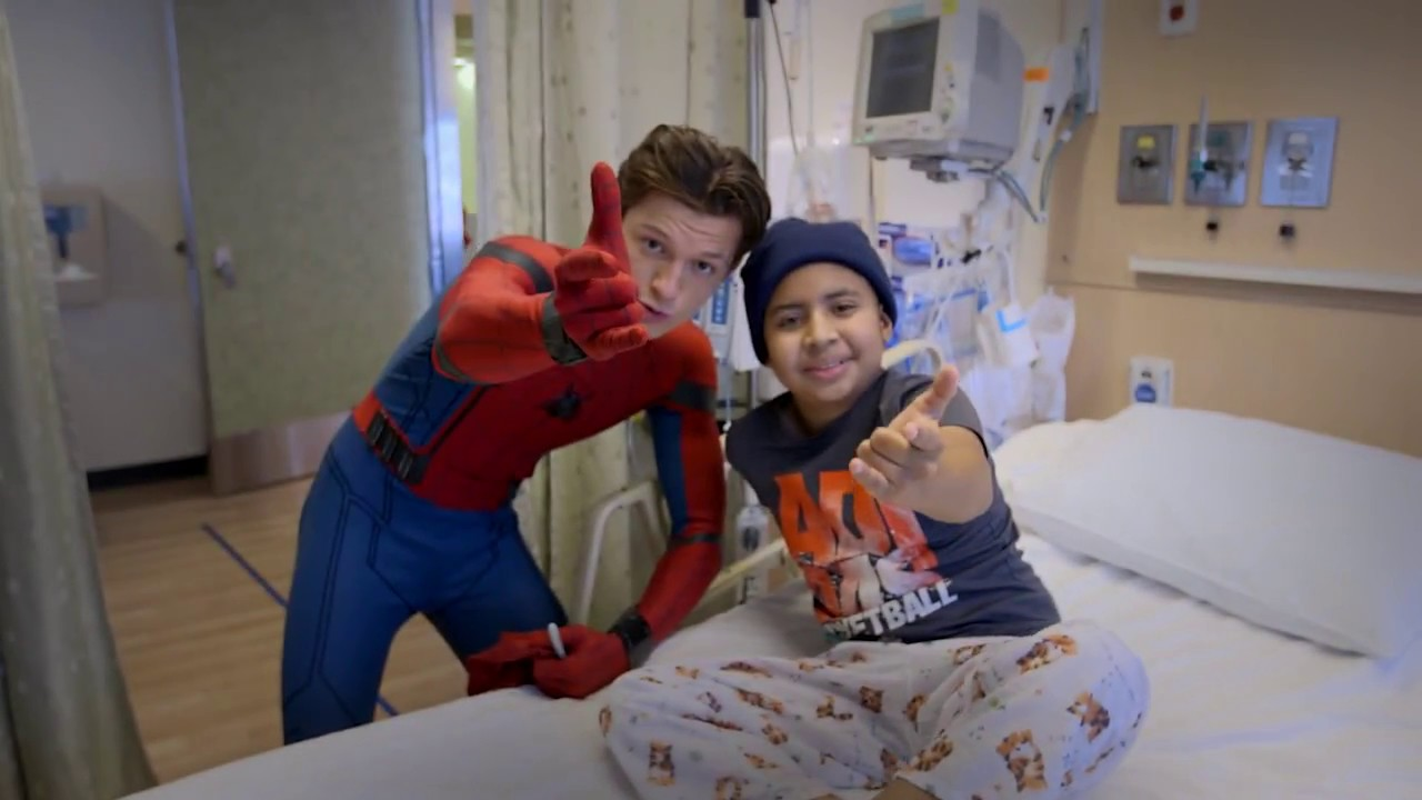 Tom Holland Spider Man Homecoming Visits Kids At Children S