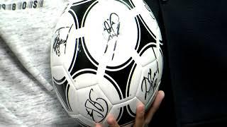 Мяч с автографами футболистов сборной России вручили победителю розыгрыша