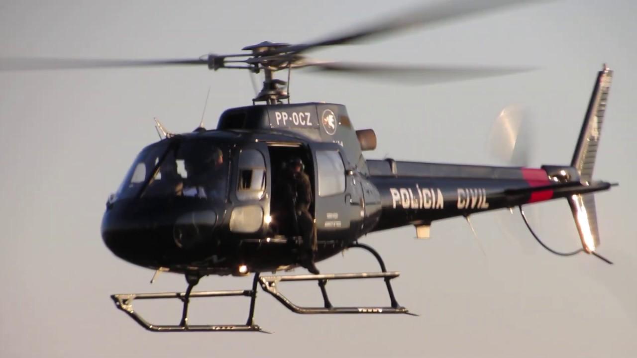 Helicóptero SAT 04, da Polícia Civil, em operação em São Paulo
