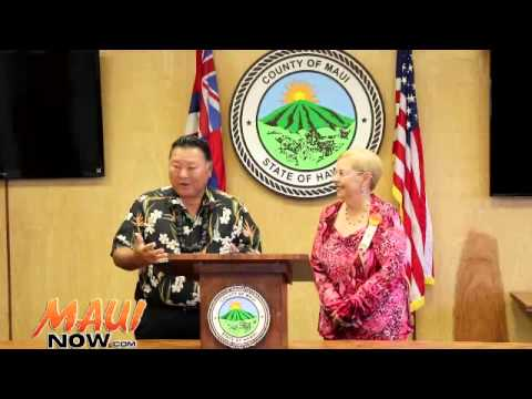 Maui Mayor Alan Arakawa announces restoration of trash service 9/10/14
