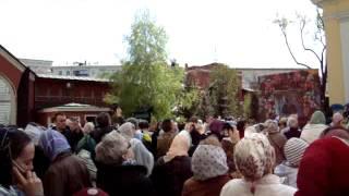 Покровский монастырь. Чудо-радуга (видео 2) 1 мая 2012(Москва. В Покровском соборе женского монастыря совершился молебен у раки с мощами блаженной старицы Матрон..., 2012-06-10T19:23:53.000Z)