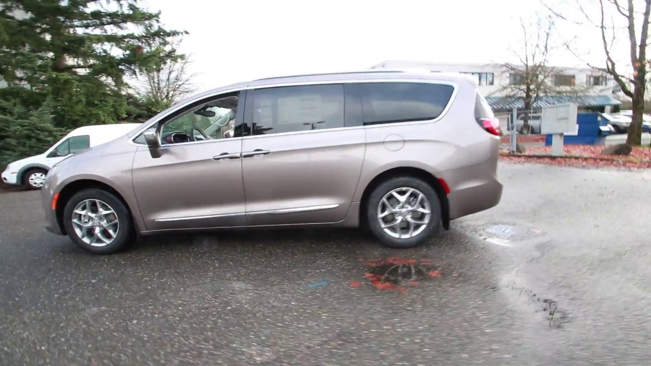 2017 Chrysler Pacifica Limited Molten Silver Hr570841
