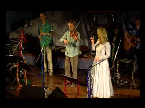 Maddy Prior and The Carnival Band - Ding Dong (Merrily on High) (Live)