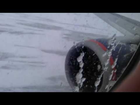 B767-300 take-off roll/ Взлет 767 в Южно-Сахалинске