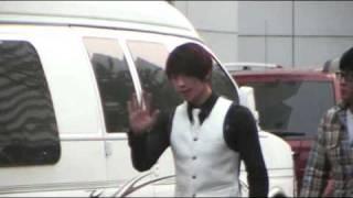 08.10.19 SBS 인기가요_주차장에서...비!!!(Rain)