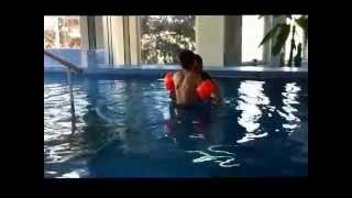 Занятия в бассейна  (с диагнозом ДЦП, спастическая диплегия)(Плавание - один из наиболее действенных методов лечения парезов и параличей, а также эффективное средство..., 2015-10-30T00:34:09.000Z)
