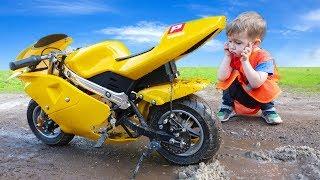 Arthur's sportbike stuck in the mud!