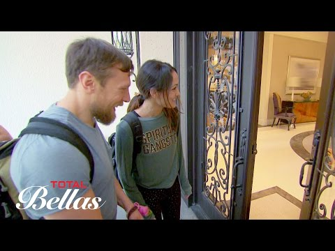 Brie, Bryan, J.J. and Josie arrive at John and Nikki's house: Total Bellas, Oct. 5, 2016