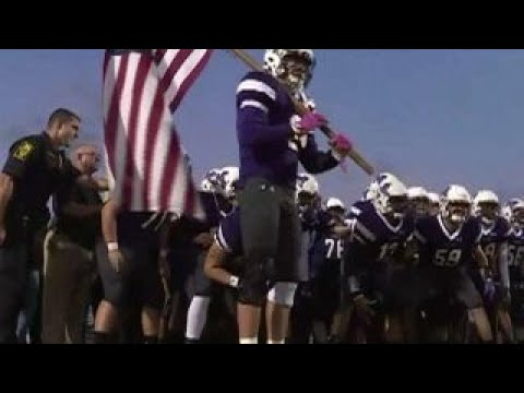 Illinois high school football team honors first responders