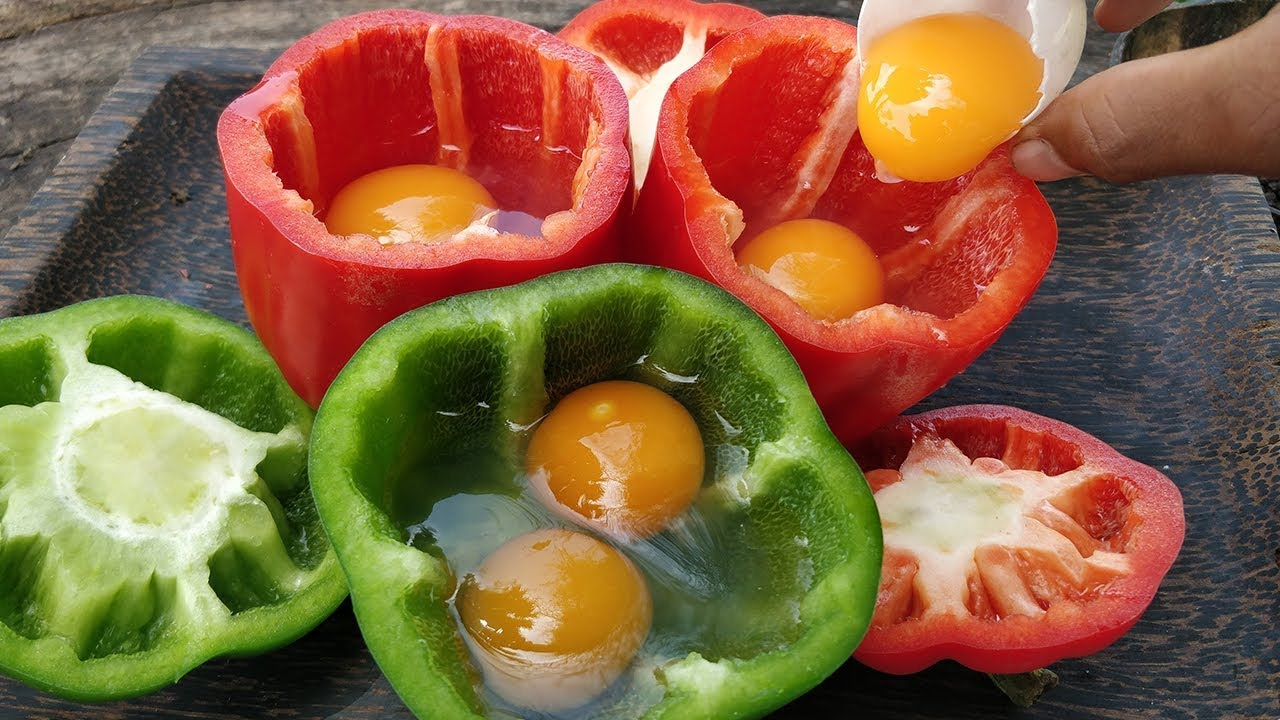 Bell Pepper Omelet / Cooking Duck Egg in Bell Pepper