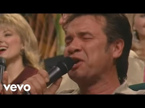 Bill & Gloria Gaither - When He Set Me Free [Live] ft. Russ Taff