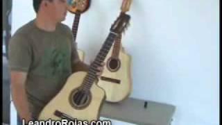 Repeat youtube video Leandro Constructor del Tres Cubano