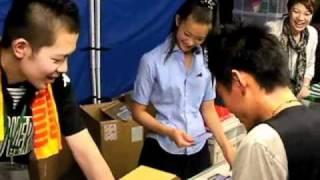 8月15日、2010Jリーグ特命PR部女子マネの足立梨花さんが国立競技場を訪...