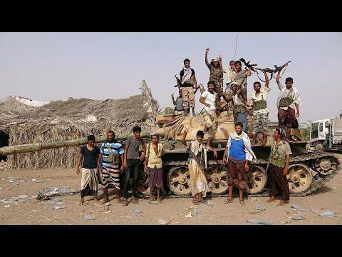 Offensive on Yemeni port halted for talks