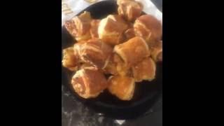 Быстрые булочки с колбасой и сыром