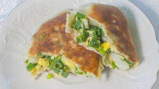 Жарим Пирожки с луком и яйцом