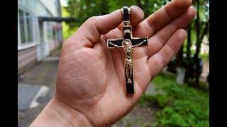 Золотой крест с черным деревом
