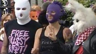 Pussy Riot наживаются на своих страданиях(Для панк-группы Pussy Riot акция в Храме Христа Спасителя стала минутой славы. Предыдущие провокационные выступ..., 2012-10-10T13:00:50.000Z)