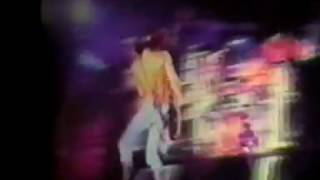 Guns N'Roses - Slash Goes Nuts (1993 05 30 England)