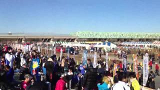 2012/01/08荒川河川敷で行われた谷川真理ハーフマラソンゴール地点(赤...