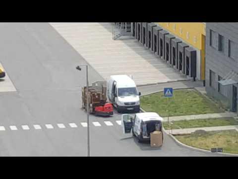 Warum DHL Pakete immer kaputt gehen...