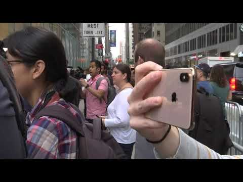 New iPhones Go On Sale in New York