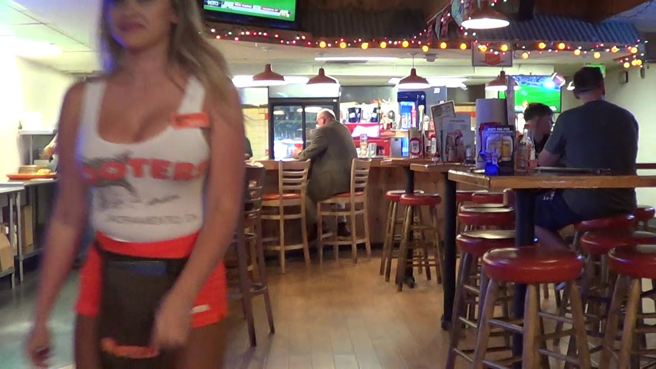 Hollywood Hooters