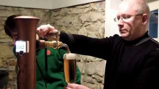 Как правильно наливать чешское пиво. Школа разлива пива в галерее «Pilsner Urquell» Прага.(, 2014-02-14T10:38:08.000Z)
