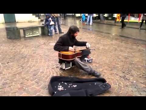 Уличный гитарист