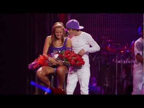 Justin Bieber - One less lonely girl LIVE ( Justin gives flowers to a fan )