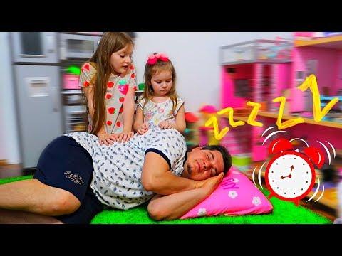 Tata NU VREA sa se JOACE! Sofia si Sara au INVENTAT un PLAN!!! Video pentru Copii For Kids