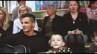 POKLONI ZA NAJMLAĐE - Lapsus band u poseti Domu za nezbrinutu decu
