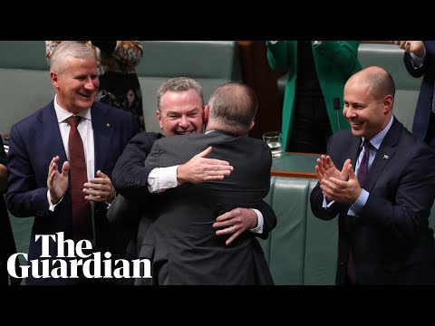Christopher Pyne's farewell speech provokes tears and laughter