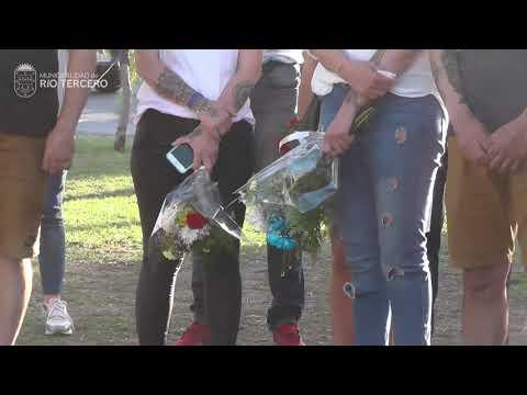 Ofrenda floral en Monumento a la Memoria